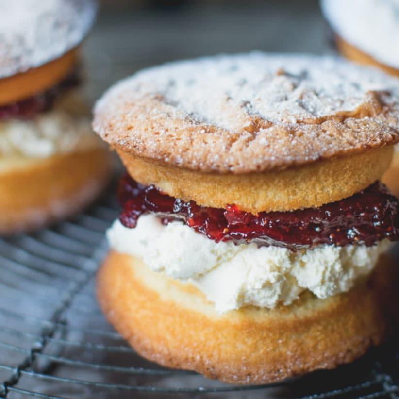 mini sponge cakes